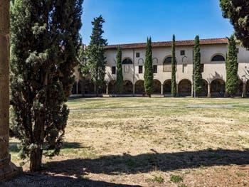 Grand Cloître de l'église Santa Maria Novella à Florence en Italie