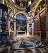 La chapelle Chigi et la scultpure du prophète Habacuc avec l'Ange de Gian Lorenzo Bernini dans l'église Santa Maria del Popolo à Rome