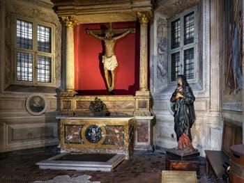 Crucifix en bois dans la chapelle du Crucifix à Santa Maria del Popolo à Rome en Italie XVIe siècle
