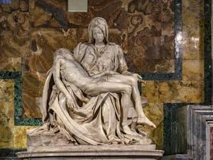 La Pietà de Michel-Ange à la Basilique Saint-Pierre du Vatican à Rome