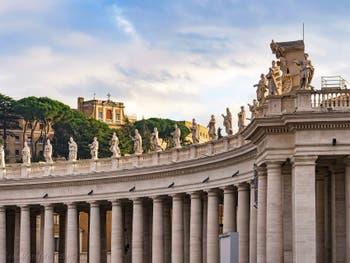 Les statues des Saints de la place Saint-Pierre de Rome