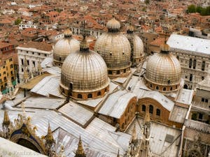 Les coupoles de la Basilique Saint-Marc à Venise