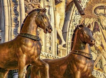 Les chevaux de bronze du quadrige de la basilique Saint-Marc de Lysippe de Sicyone