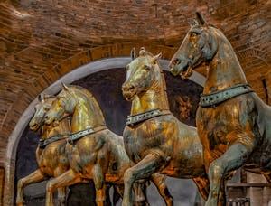 Les chevaux du quadrige de Saint-Marc par Lysippe de Sicyone, basilique Saint-Marc à Venise