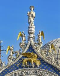 Statue de saint Marc évangéliste par Nicolo Lamberti, XVe siècle, basilique Saint-Marc à Venise