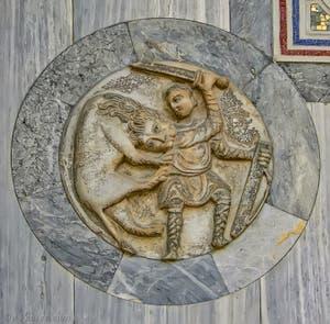 Patère du Xe siècle sur la façade nord de la basilique Saint-Marc à Venise