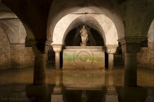 Crypte sous la chapelle d'Or San Tarasio, église San Zaccaria à Venise