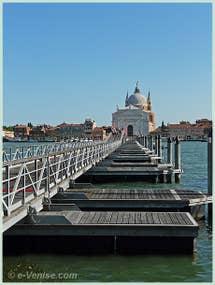 Le Pont Votif qui mène à l'église du Redentore sur l'île de la Giudecca à Venise pendant la Fête du Rédempteur