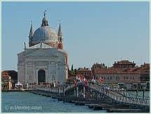 L'église du Redentore avec son pont votif à la Fête du Redentore à Venise.