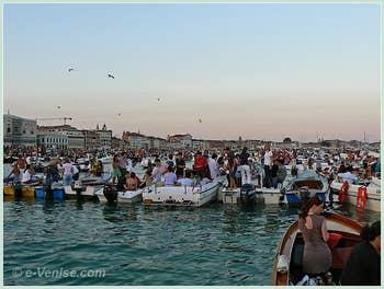 Fête du Redentore à Venise - Le Bassin de Saint-Marc devant le Campanile.