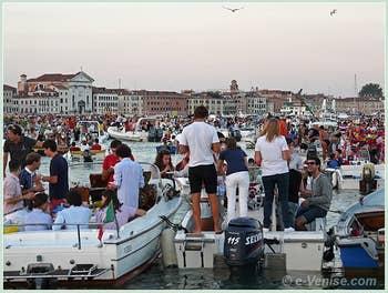 Fête du Redentore à Venise - Les bateaux des Vénitiens sur le Bassin de Saint-Marc.