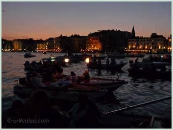 Fête du Redentore à Venise - La beauté du bassin de Saint-Marc vu de nuit.