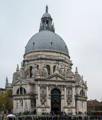 L'église de la Madonna de la Salute le jour de la fête de la Salute à Venise