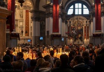 Les Vénitiens lors de la fête de la Madonna della Salute à Venise