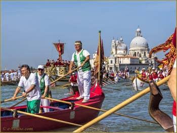 La fête de la Sensa à Venise devant la Dogana da Mar et l'église de la Salute