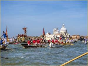 La fête de la Sensa à Venise sur le bassin de Saint-Marc, devant la Dogana da Mar et l'église de la Salute