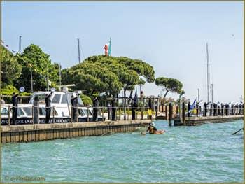 La fête de la Sensa à Venise, le salut des cadets de l'école militaire navale Morosini