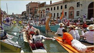 La Vogalonga dans le Canal de Cannaregio à Venise.