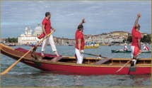 Vogalonga Venise : avant le départ, devant la Dogana da Mar et l'église de la Salute
