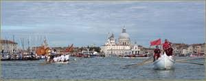 Vogalonga Venise : Devant la Douane de mer et l'église de la Salute