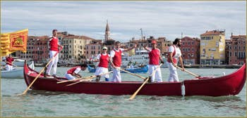 Vogalonga Venise : Caorlina à 6 rameurs de la Remiera Francescana