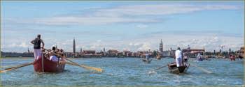 Vogalonga Venise : Les Campaniles de Venise, à droite, Murano