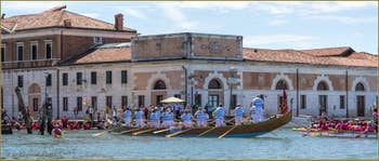 Vogalonga Venise : La Disdotona à 18 rameurs des Canottieri Querini