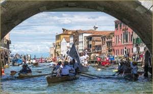 Vogalonga Venise : Sous le pont dei Tre Archi