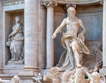 La fontaine de Trevi à Rome en Italie avec la statue de l'Abondance et celle de Neptune, roi de l'océan