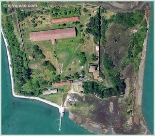 L'île du Lazzaretto Nuovo en face de l'île de Sant' Erasmo à Venise