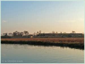 L'île du Lazzaretto Nuovo où l'on soignait les pestiférés, en face de l'île de Sant' Erasmo à Venise