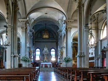 Nef de l'église Duomo San Martino Vescovo, evêque de Tours, sur l'île de Burano à Venise