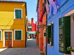 Les maisons en couleurs de l'île de Burano à Venise, l'art dans la rue !