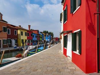 Les couleurs de l'île de Burano à Venise sur les Fondamente de la Giudecca et de la Pescheria