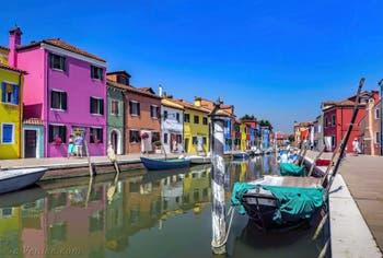 Les couleurs du Rio et de la Fondamenta de la Giudecca sur l'île de Burano à Venise
