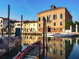 Palais sur la Fondamenta Sebastiano Santi devant le canal San Donato, sur l'île de Murano à Venise