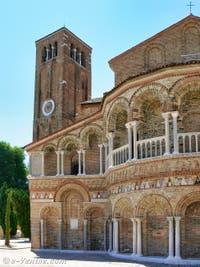 Le Campanile de Burano et l'église dei Santi Maria e Donato sur l'île de Murano à Venise