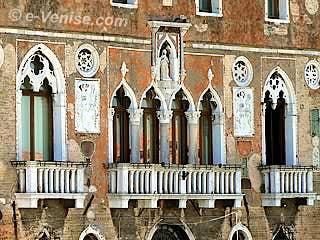 Façade du Palazzo Da Mula à Murano sur le Canale degli Angeli dans la Lagune nord de Venise