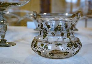 Seau en verre de Murano émaillé à froid, de la moitié du XVIe siècle, au musée du verre de Murano à Venise