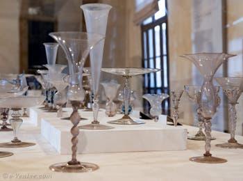 Verres et calices du XVIIe siècle au musée du verre de Murano à Venise