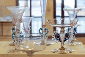 Verres à pied en verre de Murano du XVIIe siècle, au musée du verre de l'île de Murano à Venise