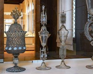 Reliquaires et vases religieux au musée du verre de l'île de Murano à Venise