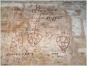 Graffitis et dessins muraux à l'intérieur du Grand Tezon