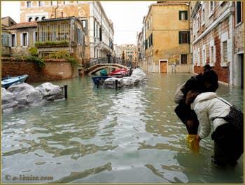 Acqua Alta du 1er Décembre 2008. Le Rio (disparu) et la Fondamenta San Severo à Venise