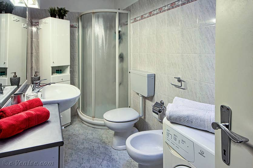 Location Madona Cannaregio à Venise, la salle de bains