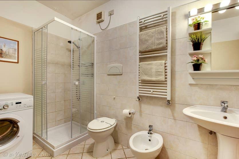 Location Palazzetto Bernardo à Venise, la seconde salle de bains