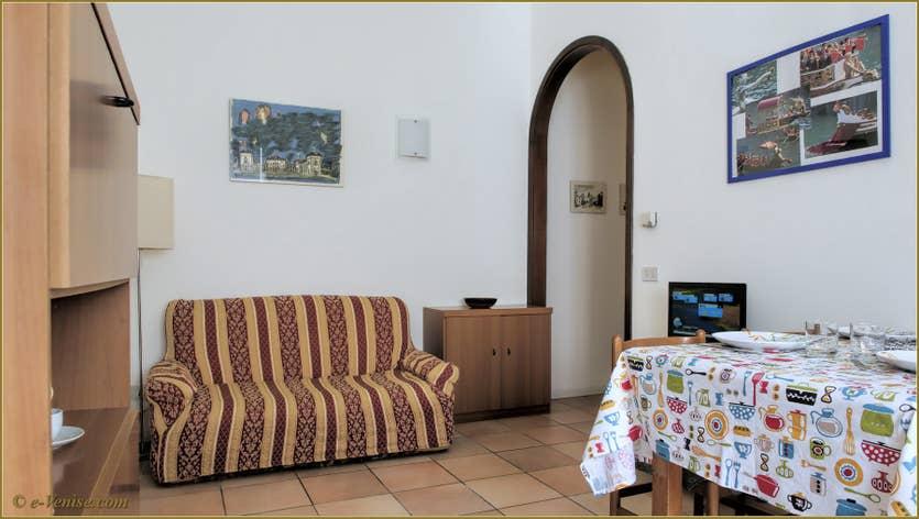 Location Laguna Crose à Venise, le salon salle à manger cuisine