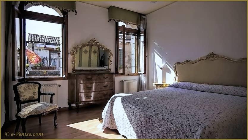 Location Campiello Barbaro à Venise, la chambre matrimoniale