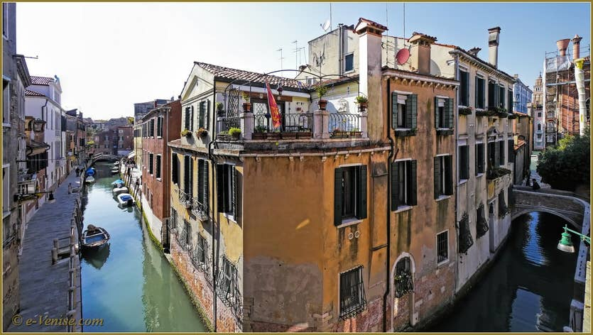 Location Campiello Barbaro à Venise, la vue sur le rio de le Torreselle