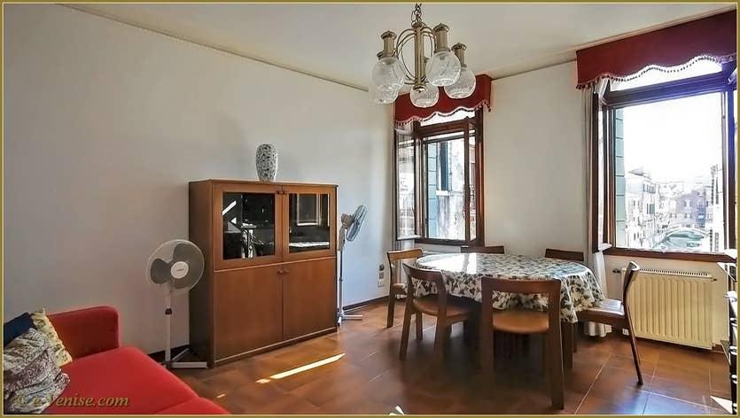 Location Campiello Barbaro à Venise, le salon salle à manger